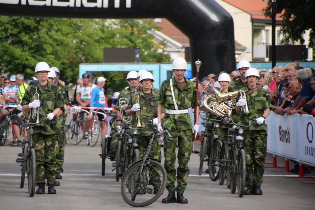Östgöta cykelorkester gästar vaktparaden i Eksjö den 29 juni.